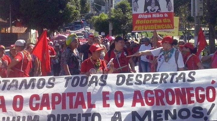 Em Cuiabá, mulheres camponesas em marcha defendem direitos sociais