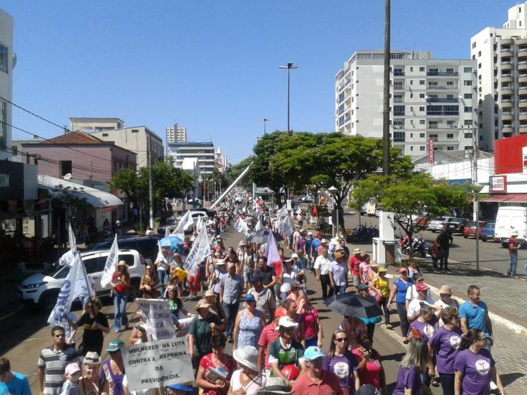 Mulheres marcham pela Previdência em Santa Catarina