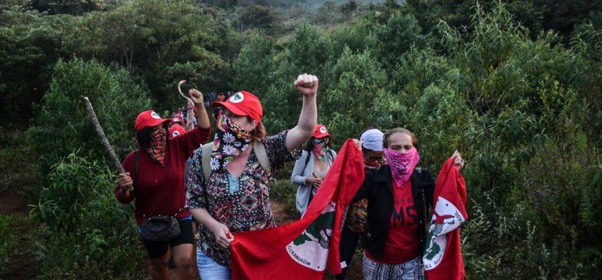 Em MG, mulheres ocupam fazenda de Eike Batista