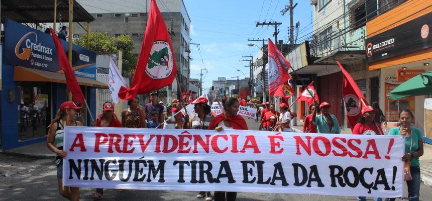 Camponesas realizam ato em defesa da Reforma Agrária em Maceió