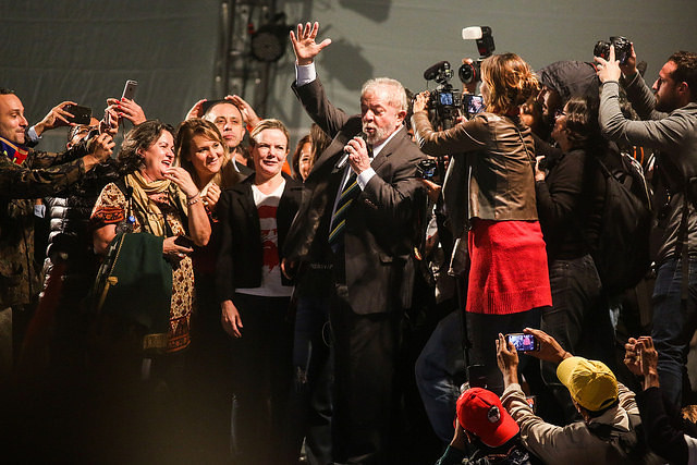 Dia histórico: Lula presta depoimento a Moro e fala para uma multidão em Curitiba