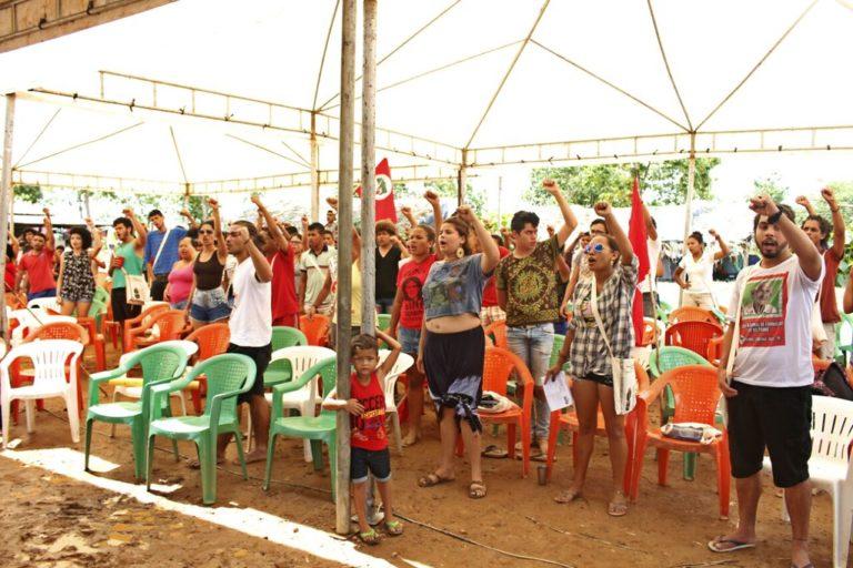Jovens Sem Terra se reúnem na Curva do 'S' para homenagear as vítimas de Carajás