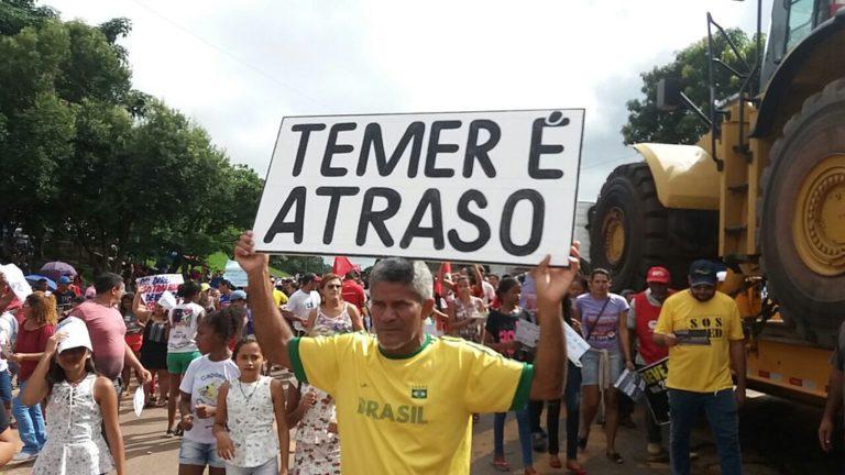 """Acompanhe minuto a minuto do """"BrasilEmGreve"""