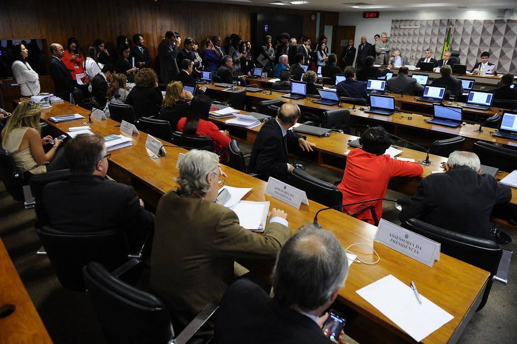 Comissão mista sobre a MP aprova relatório do senador Romero Jucá (PMDB). Foto Marcos Oliveira. Agência Senado.jpg