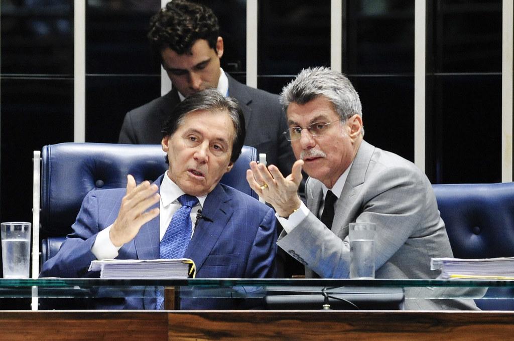 O presidente da Câmara, Eunicio de Oliveira, e o relator da MP na Comissão Mista, Romero Jucá durante sessão. Foto Jonas Pereira. Agência Senado.jpg