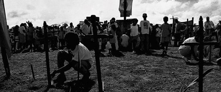 Sem direito à terra em vida, massacre e morte indigna