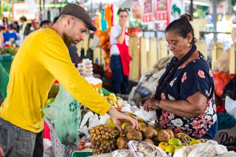 a Feira Nacional da Reforma Agrária