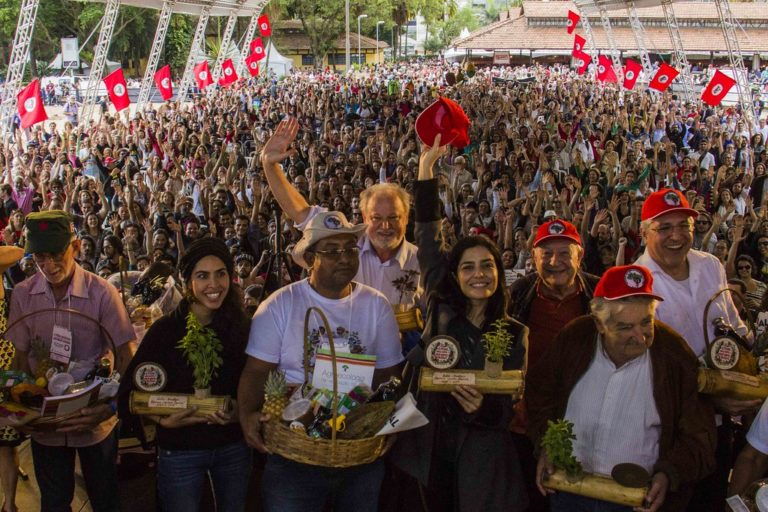 Conferência reúne 10 mil pessoas na Feira da Reforma Agrária