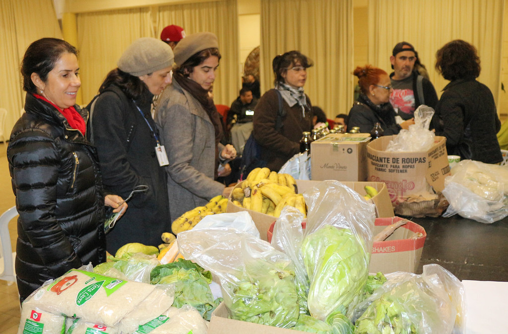 Frente Camponesa do Levante Popular da Juventude doou alimentos orgânicos durante a Semana do Meio Ambiente.jpg