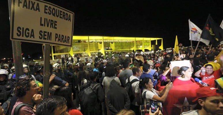 """""""O local de encontro da população com a política é a rua"""", aponta integrante da Consulta Popular"""