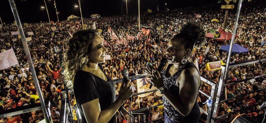 Em Salvador, 100 mil pessoas ocupam o Farol da Barra por 'Diretas Já'