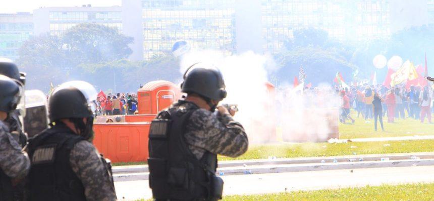 Frente Brasil Popular condena violência e uso de Forças Armadas