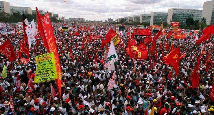 Alheio à reivindicação de 200 mil manifestantes, governo tentar conquistar legitimidade com repressão