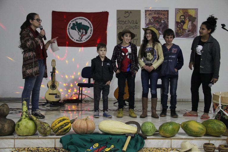 Instituto Federal de Santa Catarina recebe atividades da Juventude Sem Terra