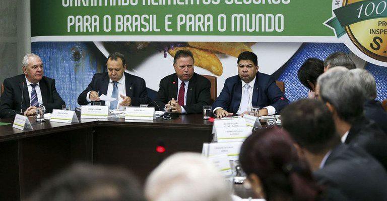 """Projeto de Lei cria """"vazio legal"""" na legislação brasileira de agrotóxicos"""