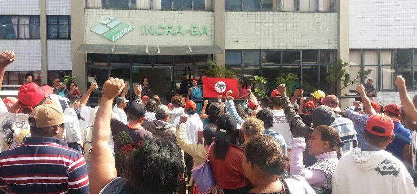 Na Bahia, Sem Terra ocupam o Incra em defesa da Reforma Agrária
