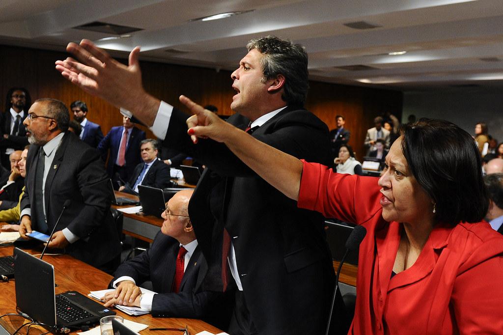 Oposição denunciou durante sessão o demonste dos direitos trabalhahistas. Foto Marcos Oliveira Agência Senado.jpg