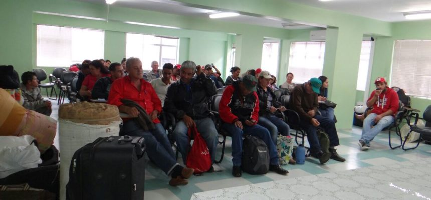 Camponeses Sem Terra chegam a capital paranaense para reunião com Incra
