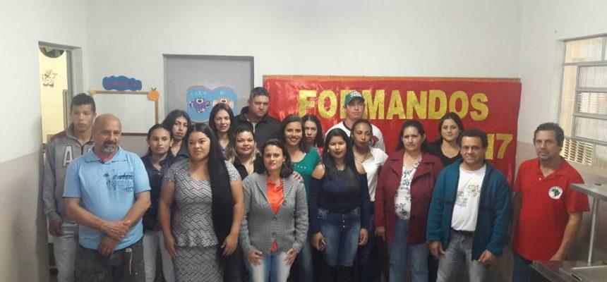 Escola de assentamento forma primeira turma de EJA Médio em Itaberá (SP)