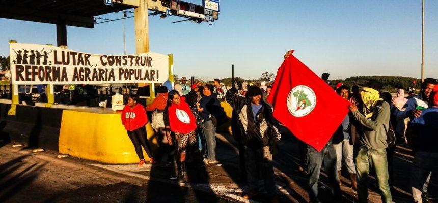 Sem Terra liberam acesso ao pedágio de Itatiaiuçu, Minas Gerais