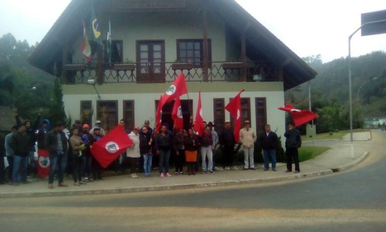 famílias Sem Terra ocupam a prefeitura de Dr. Pedrinho