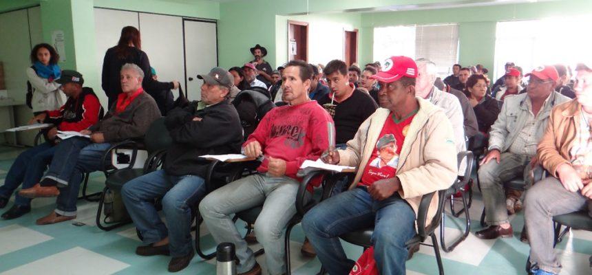 Camponeses aguardam reunião com Incra do Paraná há dois dias