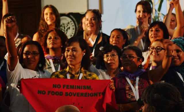 """""""Com feminismo e soberania alimentar mudamos o mundo"""""""