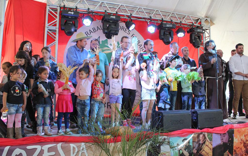 Ato de inauguração contou com as presenças de autoridades regionais e lideranças estaduais. Foto Letícia Stasiak.jpg