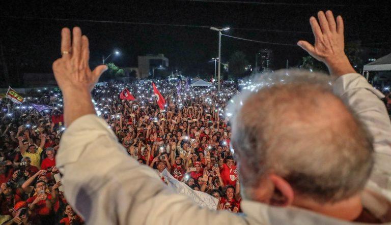 Lula defende a Petrobrás e a democratização da comunicação