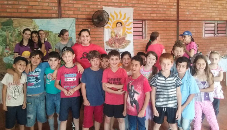 escola do MST incentiva a troca de sementes e mudas crioulas