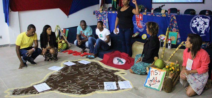 Educadores debatem a questão agrária no Baixo Sul da Bahia