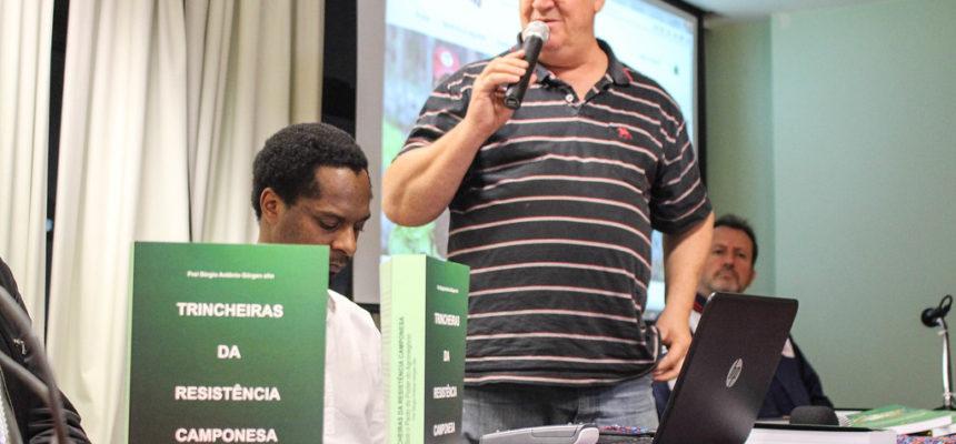 """Frei Sérgio lança livro """"Trincheiras da Resistência Camponesa"""", no RS"""
