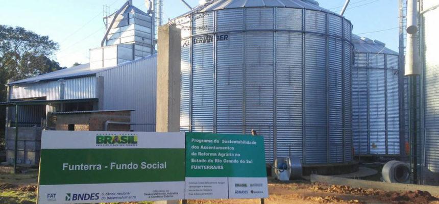 Cooperativa do MST inaugura silos de armazenagem de grãos e agroindústria vegetal