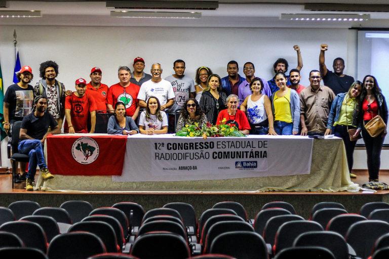 Sem Terra discutem a implementação de rádios comunitárias livres