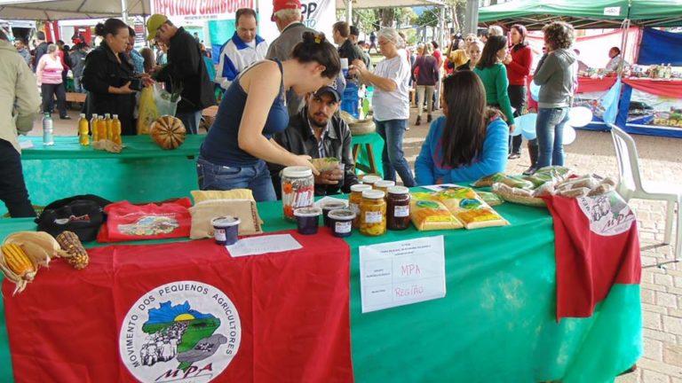 MST participa de feira da economia solidária no Paraná
