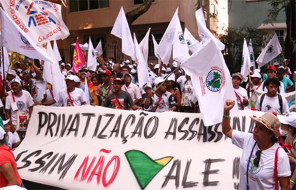 MAB protesta em escritório da Vale, no Rio de Janeiro