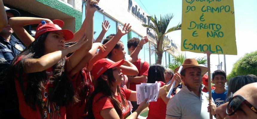 No Ceará, escolas do campo encerram jornada nacional da juventude ocupando as ruas