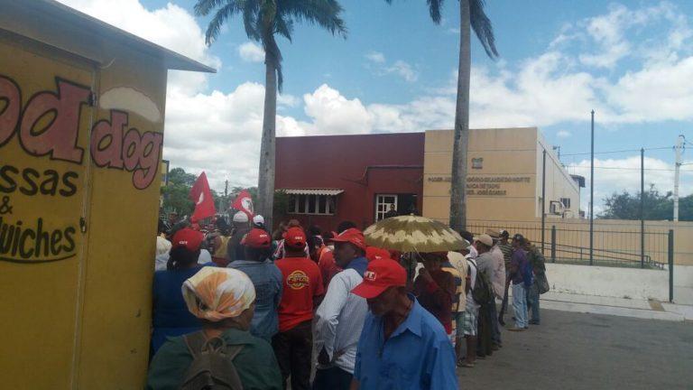 MST ocupa fórum de Itaipu para denunciar a criminalização das lutas populares