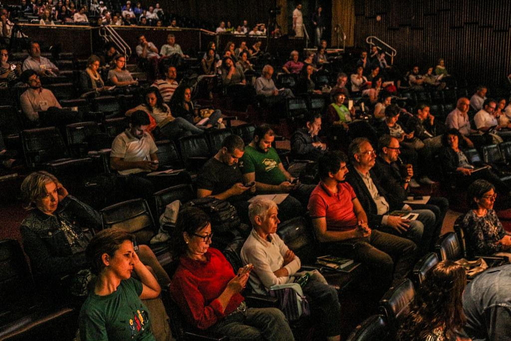 Seminário reuniu centenas de pessoas no Teatro Dante Barone da Assembleia Legislativa do RS.jpg