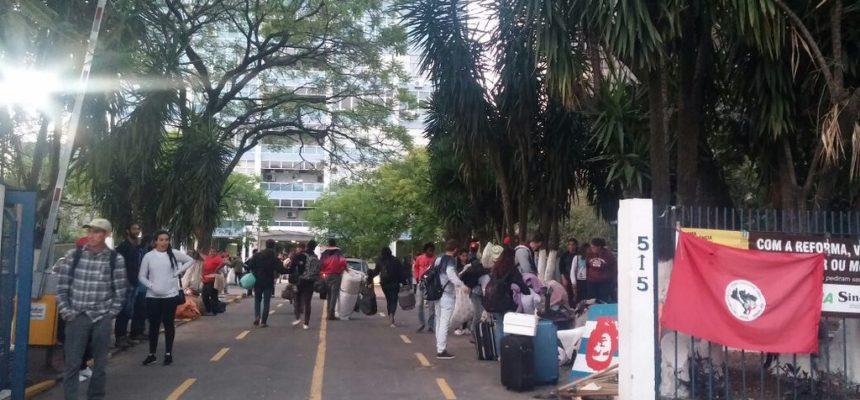 MST realiza marcha até o Palácio Piratini e audiência com a Casa Civil, em Porto Alegre