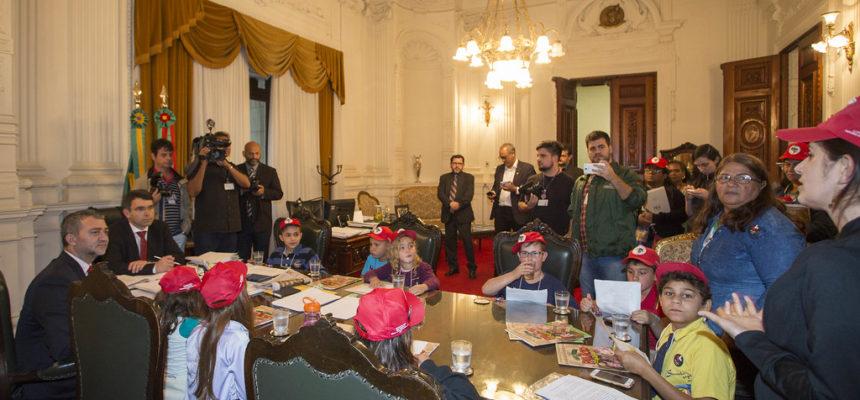 Em audiência com a Casa Civil, Sem Terrinha cobram mais comprometimento de Sartori com a educação