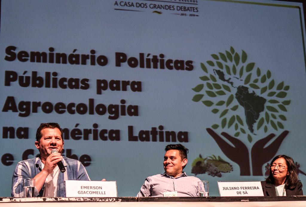 O assentado Emerson Giacomelli defendeu a agroecologia como um projeto de transformação social..jpg