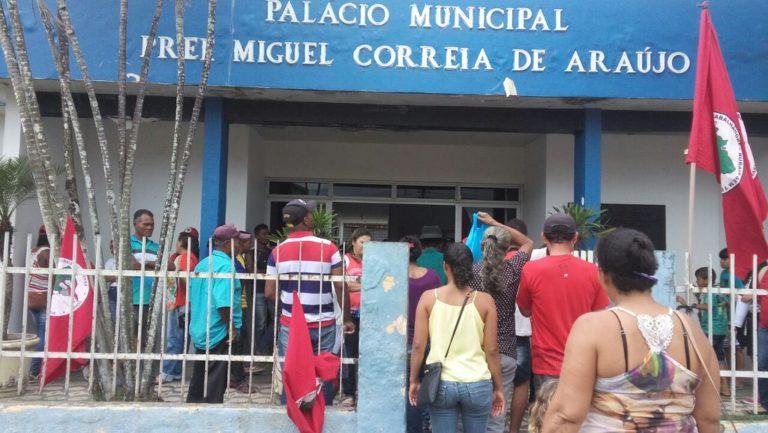MST ocupa prefeitura de Atalaia em Alagoas