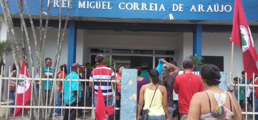 Por reivindicações, MST ocupa prefeitura de Atalaia em Alagoas