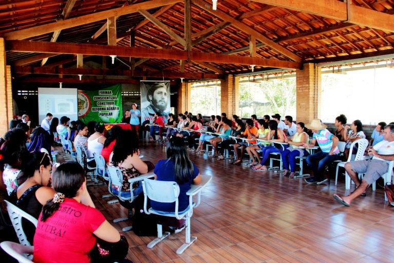 encontro reúne educadores do Programa de Educação de Jovens e Adultos
