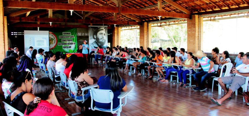 Na Paraíba, encontro reúne educadores do Programa de Educação de Jovens e Adultos