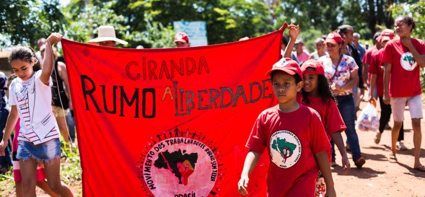 MST lança pneu fundamental de Escola do Campo em Ribeirão Preto