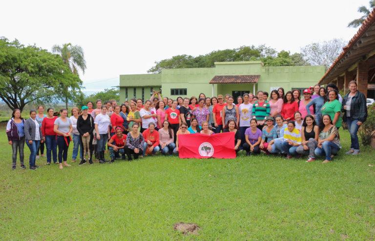 Assentadas e acampadas participaram do curso Marxismo e Feminismo em Viamão (RS)