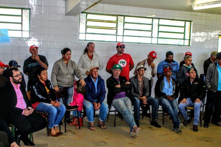 Representantes da CPI de questões fundiárias do Paraná visita acampamento no Paraná