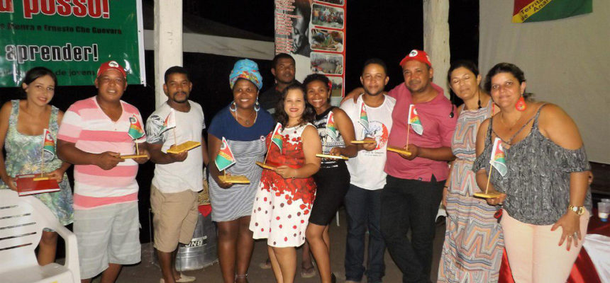 """""""Sim, Eu Posso!"""" alfabetiza 234 trabalhadores Sem Terra no extremo sul da Bahia"""